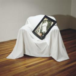 Ella me tenía a mí como la muerte la tenía a ella, 1994. Serie De memoria
